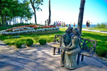 Die Rosenallee und die Allee der Verliebten in Rewal